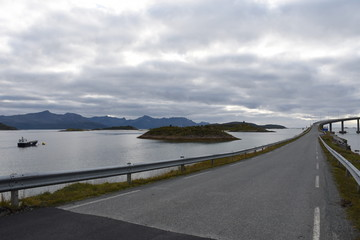 Norwegen, Sommarøy, Meer, Tromsø, Insel, Hillesøy, Brücke, Kurve, Geländer, Straßenbeleuchtung, Licht, Kvaløya, Dorf, Straße, Weg, Bucht, Sandstrand, Hafen