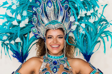 Foto auf AluDibond Karneval Cheerful samba dancer portrait wearing blue traditional costume