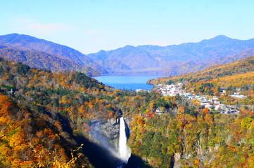 日光 華厳の滝 中禅寺湖と紅葉