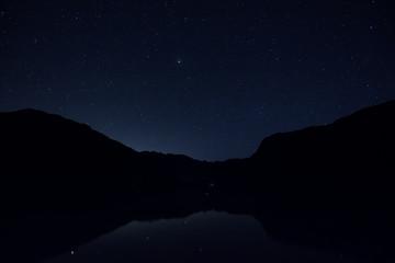 Ciel étoilé au-dessus du Lac de Bohinj en Slovénie