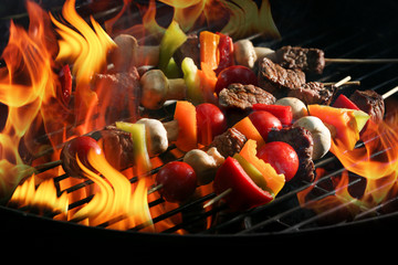 Wall Mural - Delicious cooked kebab with vegetables on grill