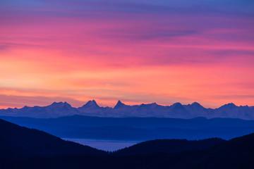 Lever du soleil sur les Alpes Suisses