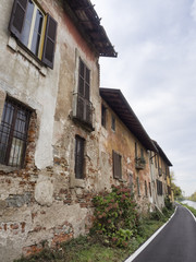 Bikeway along the Naviglio Grande at Robecco: old houses