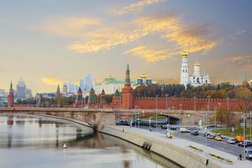 Москва. Набережная Москвы-реки. Кремль.