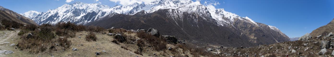 Langtand valley trekking mountain in Nepal