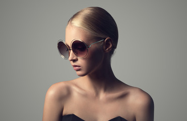 Fashion portrait of young woman in sunglasses.
