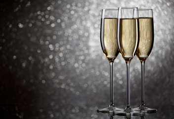New Year's picture of three wine glasses with sparkling champagne
