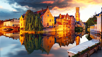 Photo sur Toile Bruges Belgium - Bruges, Rozenhoedkaai with Perez de Malvenda house and Belfort van Brugge at sunset