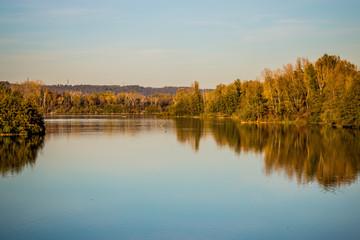 Dans le Grand Parc de Miribel Jonage à l'automne
