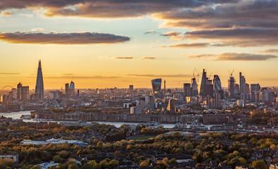 Fotomurales - Sonnenuntergang hinter der Skyline von London