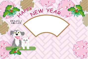 犬と猫のピンクの和風花柄の写真フレーム年賀状テンプレート