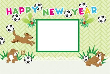 犬のとサッカーボールの写真フレーム年賀状テンプレート