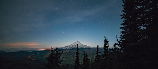 Upper Hood River Valley Illuminated at night with Mt. Hood Fototapete