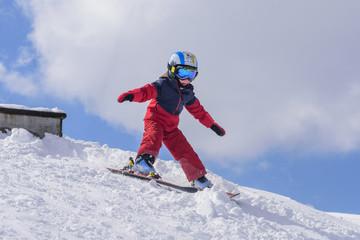 kleiner Skifahrer