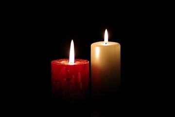 płomień świecy w ciemności