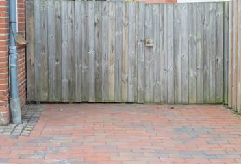 Tor einer Einfahrt aus Holz