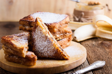 Peanut butter and banana french toasts