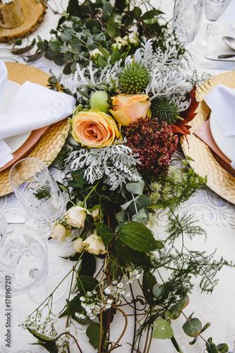 Vintage Tischdekoration Auf Hochzeit Mit Blumen Stock Photo And