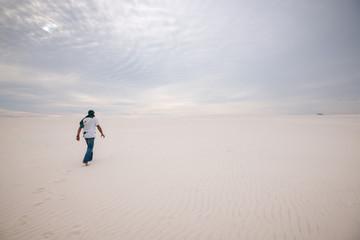 Traveler, lost in the desert, back view