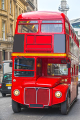 Papiers peints Rouge, noir, blanc Red Double Decker Bus in London, UK