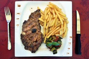 Entrecote steak with potatoes