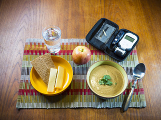 Diabetes test devices with a healthy snack