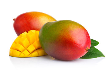 Photo sur Toile Fruits Ripe mango fruits with slices isolated on white