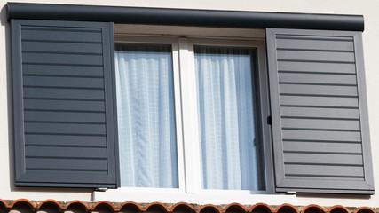 fenêtre et volet coulissant en aluminium