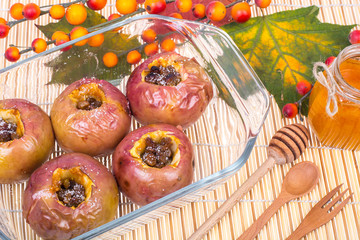 Apples with raisins, baked in the oven