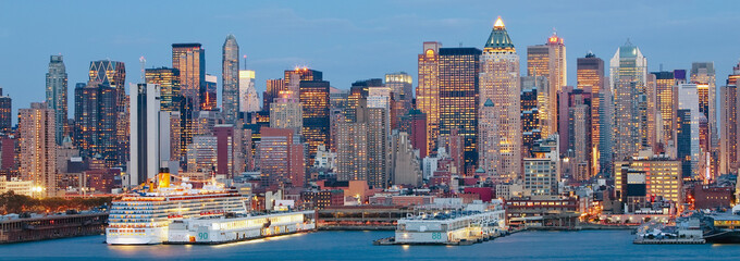 USA, New York City, Manhattan,  panoramic view of Mid town Manhattan across the Hudson River