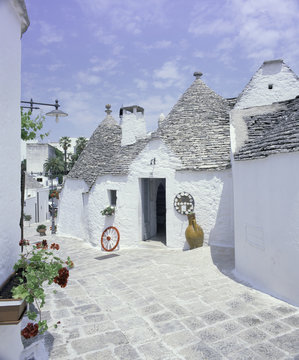 Old trulli houses with stone domed roof, Alberobello, UNESCO World Heritage Site, Puglia, Italy, Eur