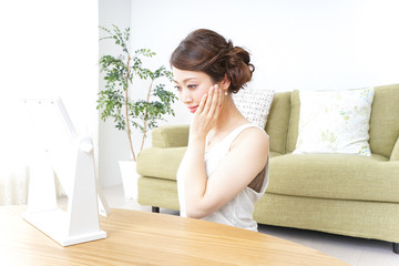 woman making herself up at home