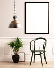 Stuhl mit Pflanze und Bilderrahmen vor heller Wand