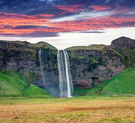 Photo sur Aluminium Vert Fantastic morning view of Seljalandfoss Waterfall on Seljalandsa river