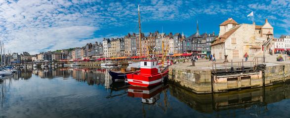 Honfleur harbour, normandy city in France Fototapete