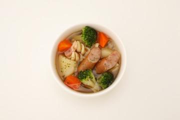 ポトフ 野菜 ソーセージ 煮込み スープ 白背景