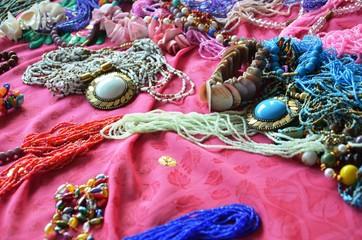 Étal de bijoux artisanaux du Tamil Nadu