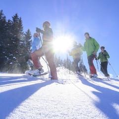 strahlender Sonnenschein beim Schneeschuhwandern