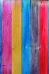vieille porte vintage aux couleurs criardes