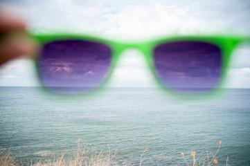 Blick durch Sonnenbrille
