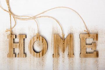 Home in Holzbuchstaben abstrakt