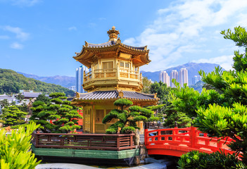 Papiers peints Edifice religieux Golden pavilion of absolute perfection in Nan Lian Garden in Chi Lin Nunnery, Hong Kong, China