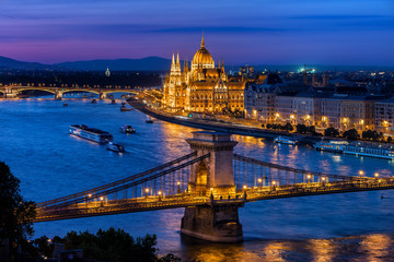 Photo sur Toile Budapest Blue Hour in City of Budapest with Chain Bridge and Hungarian Parliament