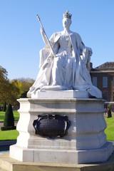 ビクトリア女王像