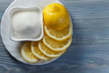 Llemon with sugar .
