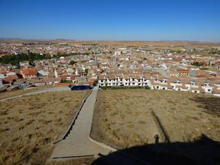 Consuegra (Toledo) Consuegra es un municipio español de la provincia de Toledo, en la comunidad autónoma de Castilla-La Mancha