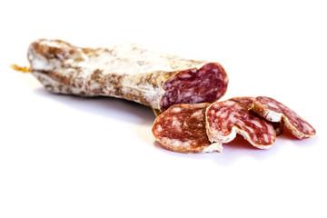 Hartwurst Salami Wurst isoliert freigestellt auf weißen Hintergrund, Freisteller