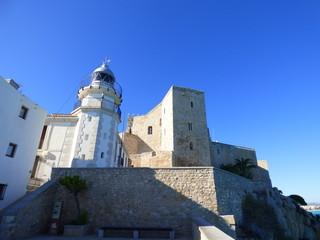 Peñíscola es un municipio de la Comunidad Valenciana, España, situado en la costa norte de la provincia de Castellón, en la comarca del Bajo Maestrazgo