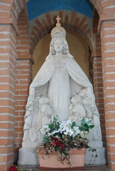 statue of Santa Maria with the faithful under his protective clo
