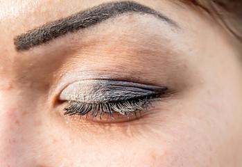 Poorly colored eyelashes